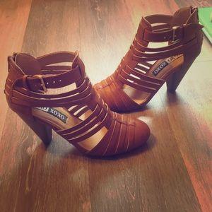 XOXO Caged Sandal. Size 6